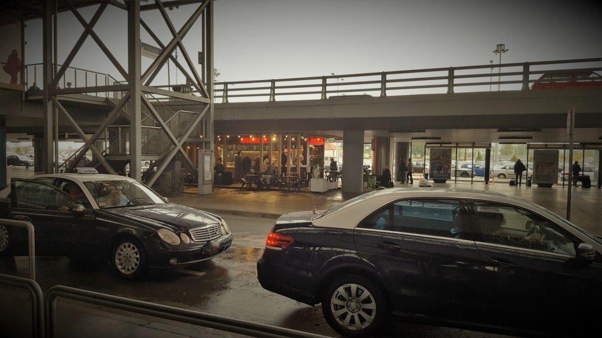 """Treffpunkt am Flughafen Thessaloniki (Terminal B Ausgang) am Cafe """"everest"""""""