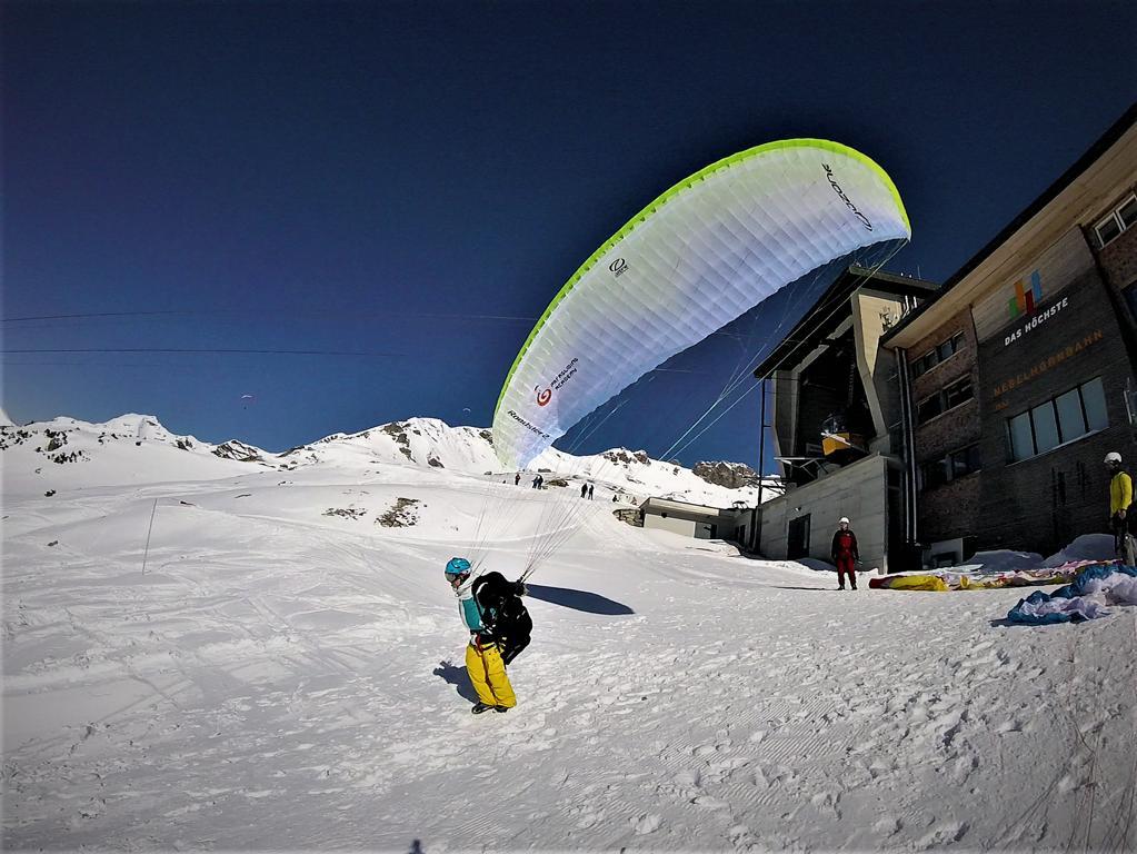 Gleitschirmfliegen Nebelhorn 19.02 2 - Der Gleitschirmstart im Winter